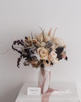 淡白色永生乾燥捧花|White flower