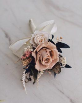 藕粉色永生胸花|White flower